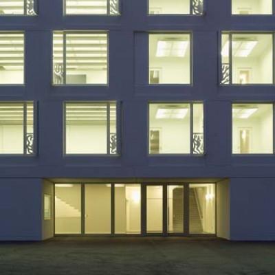 Schulhaus Uetikon Aussenansicht bei Nacht