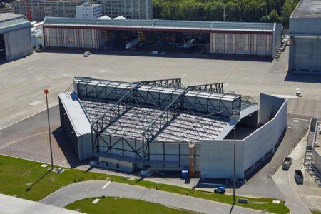Wandplatten by STÜSSI, Schallschutzhalle Flughafen Zürich, Foto: ralphbensberg fotografie