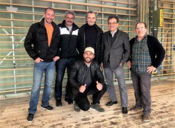Slavco Vencov (hinten in der Mitte) zusammen mit seinen Arbeitskollegen und Geschäftsführer Rudolf Stüssi