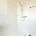 Dusche im Mehrfamilienhaus Opus Vita.