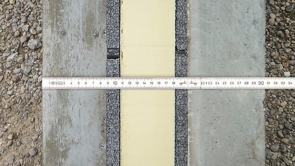 Querschnitt eines vorfabrizierten Sandwichelements im Minergie-Standard. Der Minergie-Standard ist bereits ab einer Wandstärke von 30cm erreichbar.