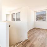 Willkommen zu Hause - Treppenaufgang der Dachwohnung im Mehrfamilienhaus Opus Vita.
